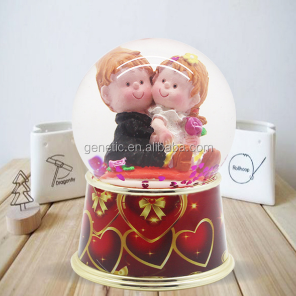 Best Selling Fashion Lovers Snow Globe Creative Water Globe for Wedding Gift Romantic Snow Flake Crystal Ball for Souvenir