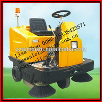 Ride-on type mechanical road cleaning equipment