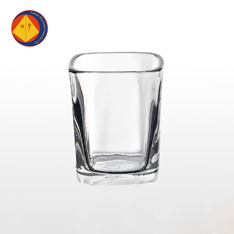2016 hot sale transparent hotel square personalized shot glasses cheap