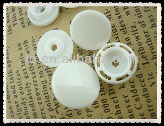 15mm 2013 hot sale high quality red/green/yellow/white and other colors round/square plastic press button for garment