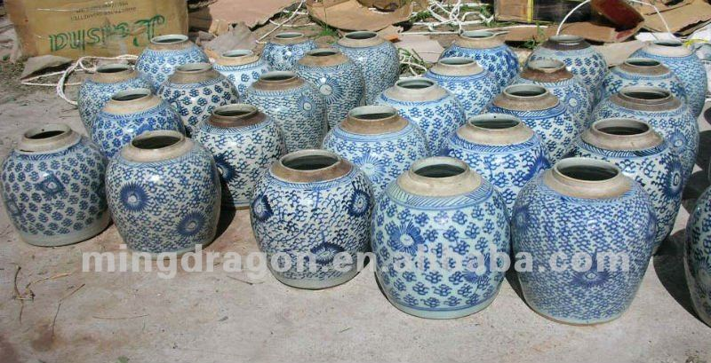 chinese antique ceramic white& blue jar