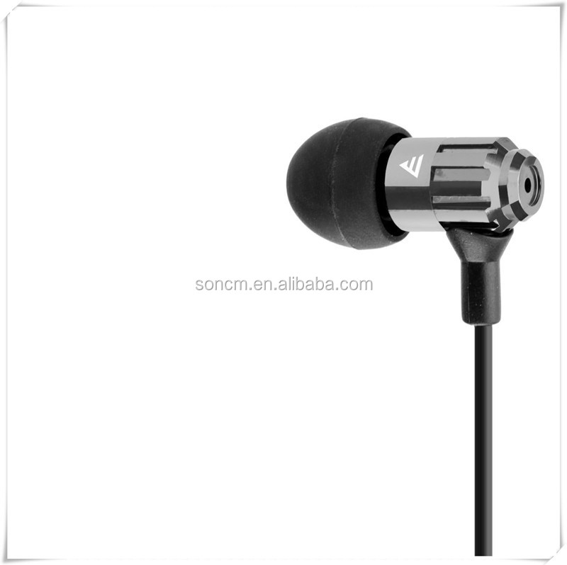 Newest 2013 custom silicone earphone with rubber cover E-E025