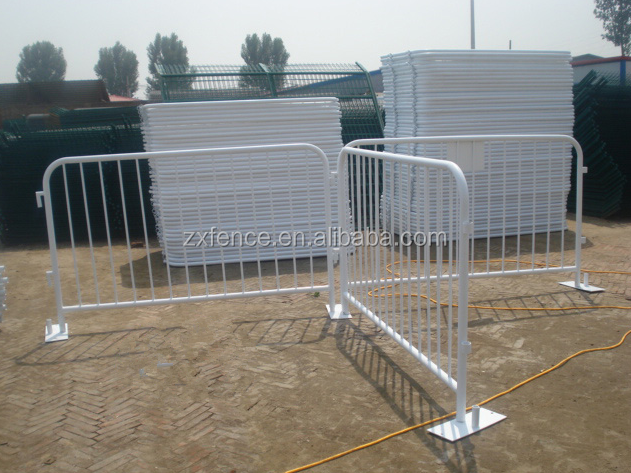 Hot-dipped galvanized interlocking crowd control barrier for traffic and event