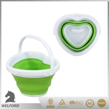 Easy to carry soft collapsible silicone bucket