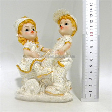 Promotion attractive design wedding souvenir resin boy and girl statue