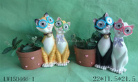 Outdoor decorative Resin Cat Statues Planter With eye Solar Light