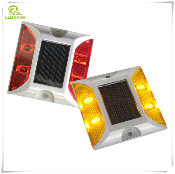 Flash LIght For the Traffic With Solar Reflectors Road Stud