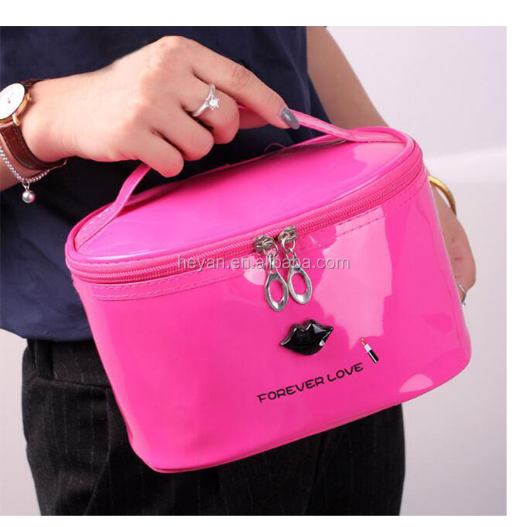 Custom Wholesale Shiny Pantent Leather Round Women Cosmetic Bag with Logo