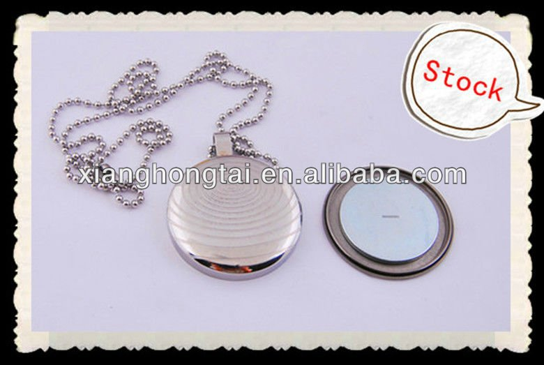 Stainless steel solar energy pendant with big magnet inside