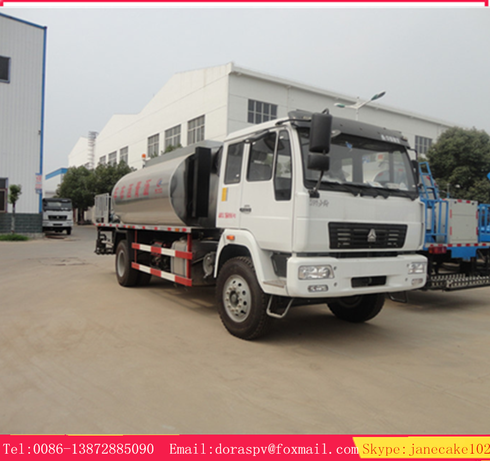 Sinotruk 4*2 bitumen distributor 10.5 m3 asphalt spraying truck for sale