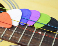 Musical instrument accessories non-slip guitar picks with 7 colors custom