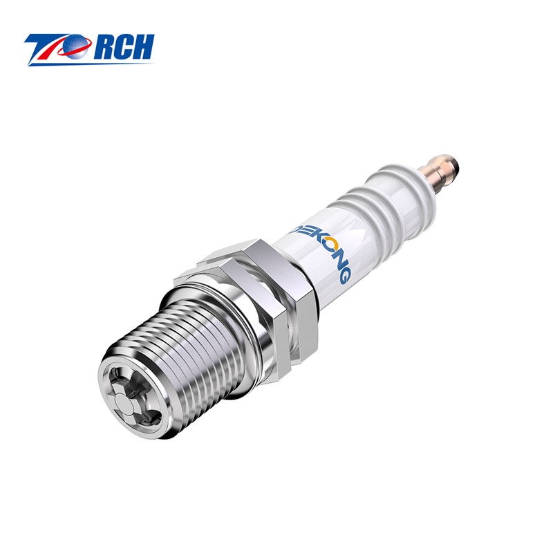wholesale chainsaw spare parts spark plugs for lawn mowers