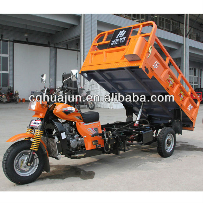 Hydraulic dump cargo tricycle