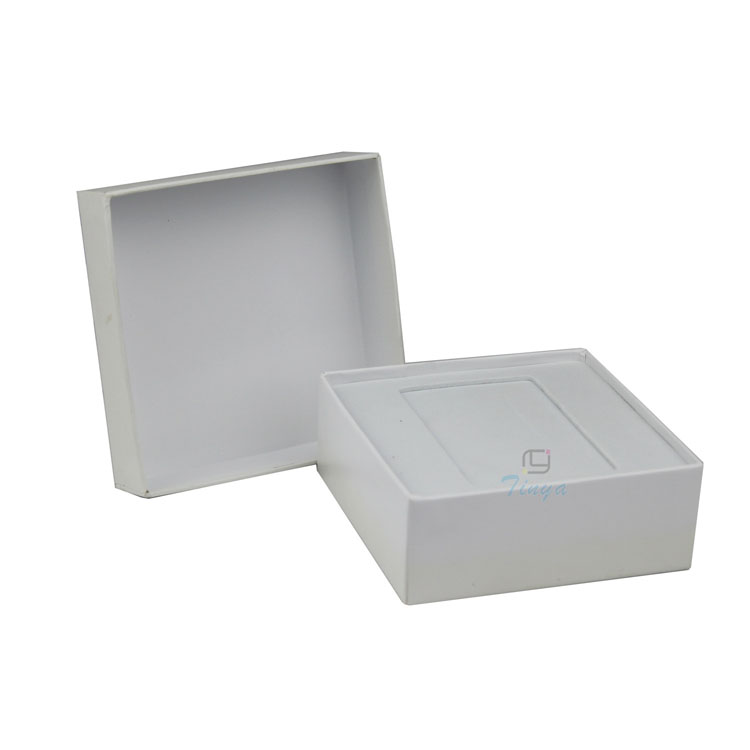 Customized square white box packaging for garments