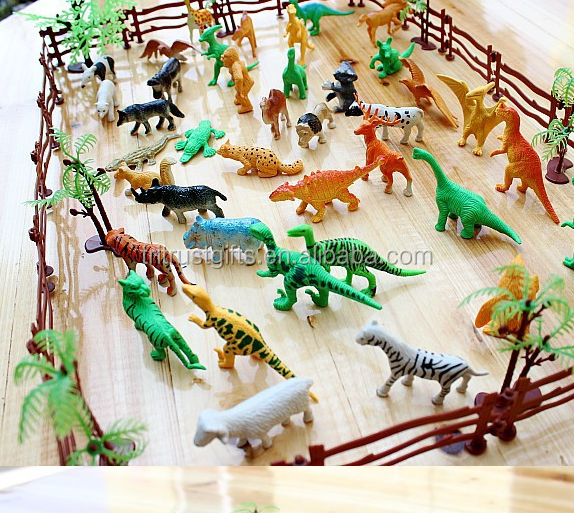 Animals Figures 68 Pieces Mini Jungle Animals Toys Set, Realistic Wild Vinyl Pastic Animal Learning Party Favors Toys for Kids
