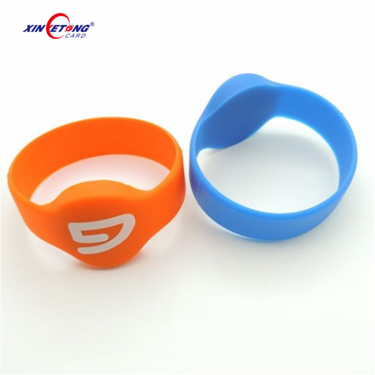 Free Sample 125khz 64bit RFID Swimming Pool Bracelet Tag