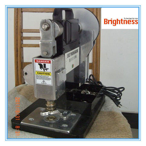 Automatic eyelet punching machine