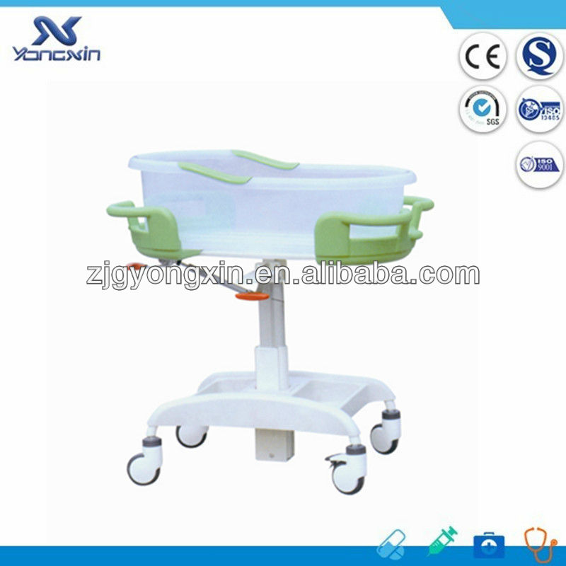 Hot! new style plastic painted child crib/cot with four wheels