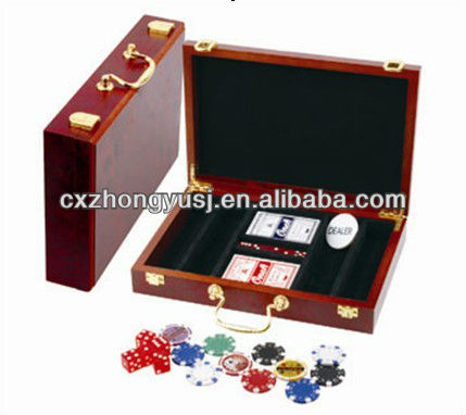 deluxe poker chip game set