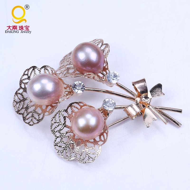 luxurious big pearl brooch