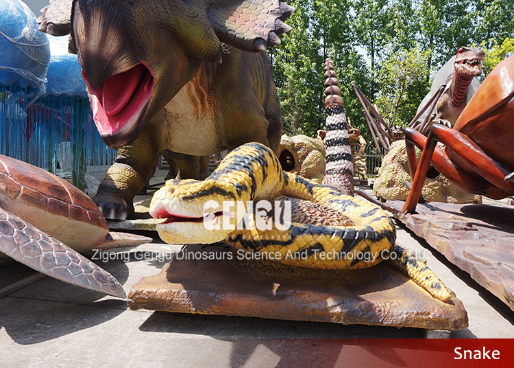 Outdoor animatronic and fiberglass snake