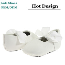 2015 Wholesale oem white spanish baby shoes moccasins