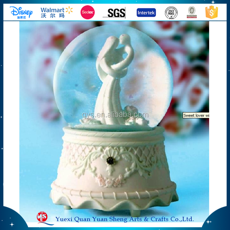 Wedding Favors Snow Globe,Hot Sales 2017 Photo Glass Plastic Polyresin Wedding Couple Snow Globe