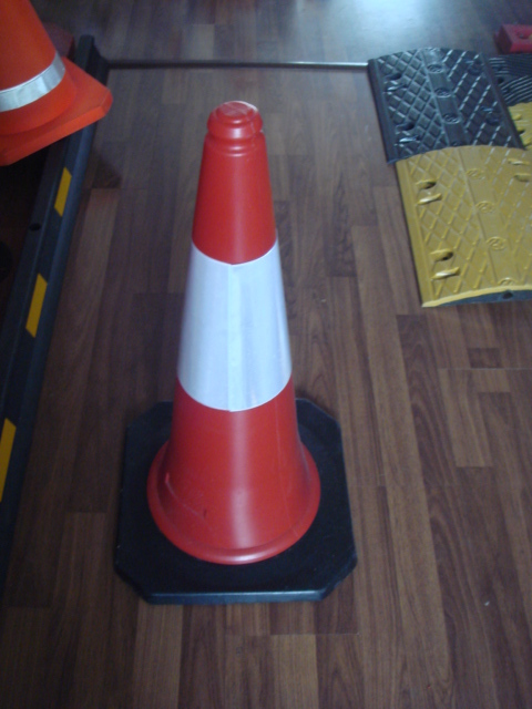 Hot sales 1M strong PE traffic cone rubber base