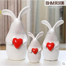 A hot red heart home decoration modern rabbit ceramic for wedding gifts