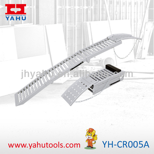 Heavy duty and foldable aluminum car loading ramps