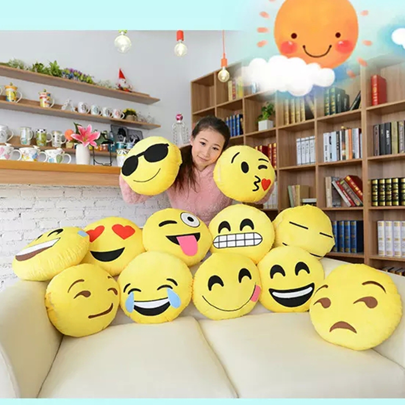 2016 Creative 32cm Emoji Plush Pillow Lovely Soft Emoji Cushion Home Dec Car Pillow Gifts for Kids ST 16240