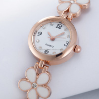 The top sell watch which has flower , delicate and cabinet ladies watch in 2016