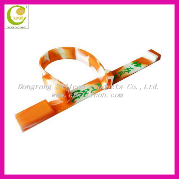Wristband shape rubber jewelry bracelet 2gb usb,custom stylish design silicone usb bracelet for promotion gifts