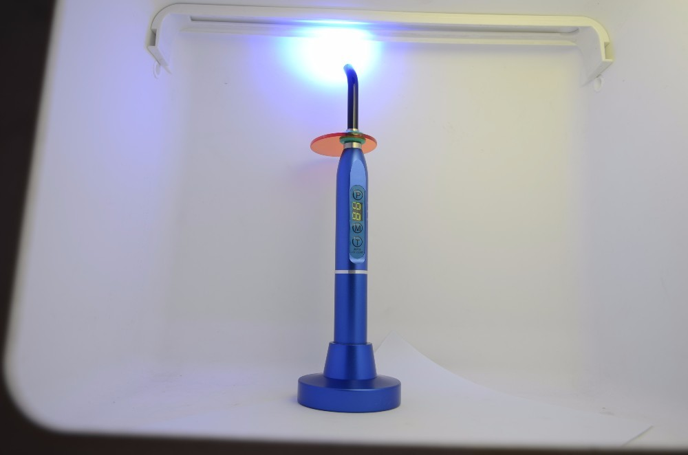 2019 China Metal wireless LED dental curing focus light lamp for clinic
