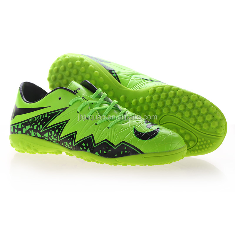 Outdoor indoor used soccer shoes for sports and promotion,light and comforatable