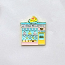 Custom enamel pins in pin metal lapel pin for cake and cake shop