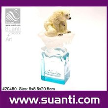 Promotional resin polar bears mother with baby figurine wild animal statue
