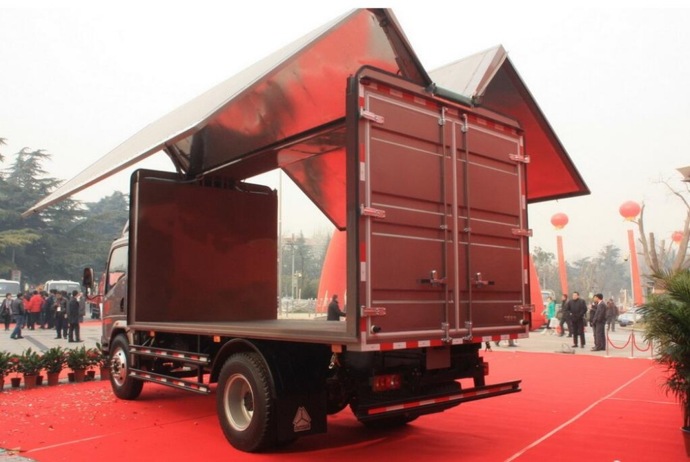 Hot sale HOWO 3500kg Van Light Trucks