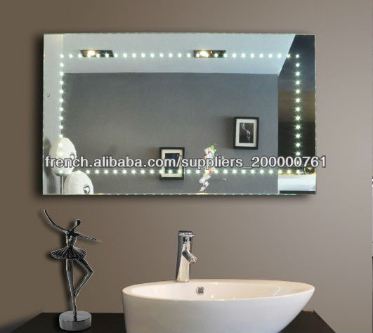 mur de salle de bain suspendu miroir avec la lumi re. Black Bedroom Furniture Sets. Home Design Ideas