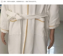2015 new design fashionable 100% cotton hotel waffle bathrobe