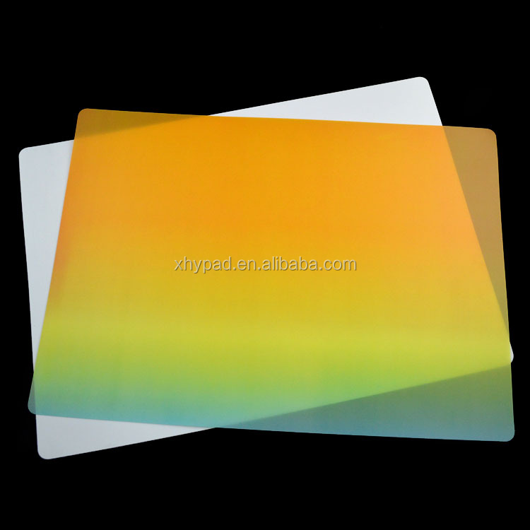 Customized white pp plastic washable table mats design