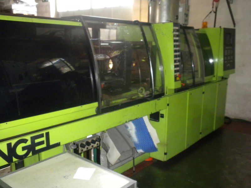 19 Used PLASTIC MACHINE: injection molding machine
