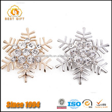 Custom Wholesale Alloy Crystal Snowflake Brooch For Christmas Day gifts