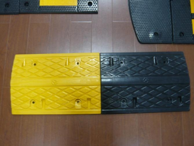 Hot sale road safety traffic speed breaker bump