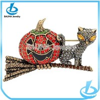 High end gold alloy pave rhinestone bead halloween brooch made in China yiwu