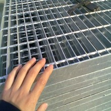 Custom Road Walkway stainless Steel Bar Grating For offshore Water Rain Drainage