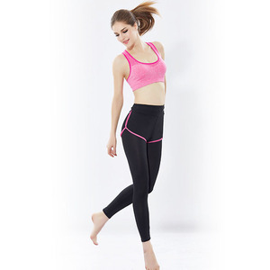 Women's Yoga Wear Color Blocked Sports Bra and Capris Set