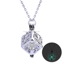 Wholesale fashion new style <strong>silver</strong> plated hollow square shape pendant luminous necklace