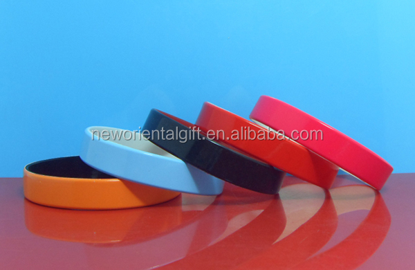 Custom Painting Silicone Wristbands, Painted with color filled silicone bracelets