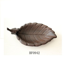 cast iron leaf small bird feeder